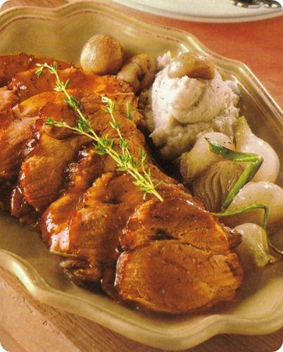 Arrosto di maiale con castagne e cipollotti glassati.