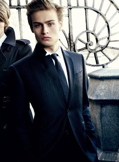 Douglas Booth. Oh My GOD! I'm dying.