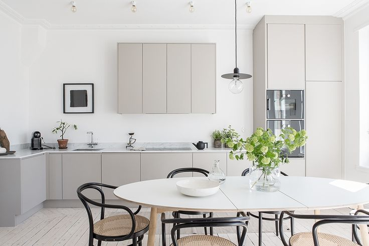 I'm getting serious kitchen and bathroom envy here. How beautiful and calm is this three-bedroom flat in Gothenburg, Sweden? I wish I lived here.
