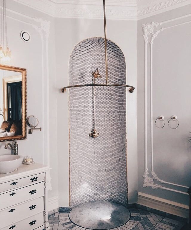 Royal bathroom tendencies today || Feel the wilderness straight from your property and match the most recent interior design trends || #trends #luxuryhouses #luxuryhouse || Read more: http://homeinspirationideas.net/category/room-inspiration-ideas/bathroom