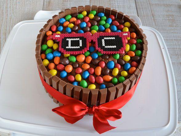 Recette gateau kit kat - Birthday Party Cake Fait pour les 3 ans (sans les lunettes)