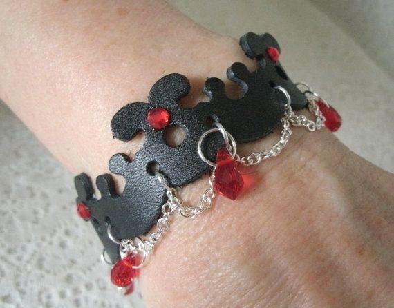 Lederen armband, gotische sieraden goth sieraden renaissance sieraden middeleeuwse sieraden Victoriaanse, Edwardiaanse art deco neo Victoriaanse