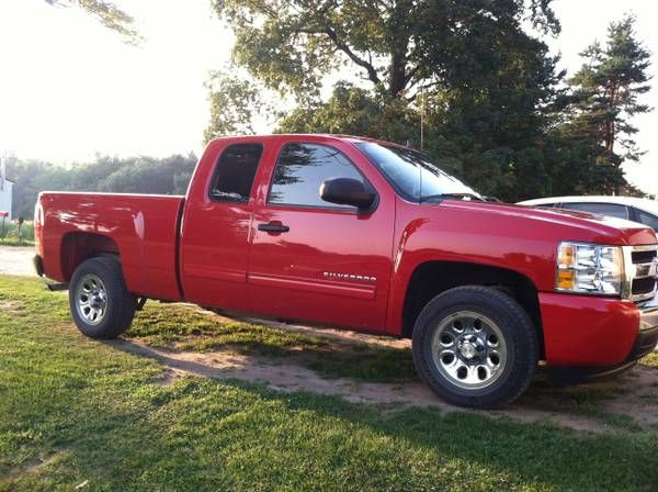 make chevrolet model silverado year 2011 body style extended cab pickup exterior color red. Black Bedroom Furniture Sets. Home Design Ideas