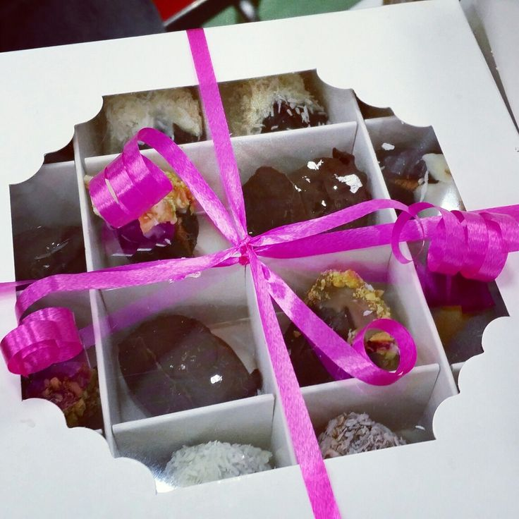 Signature luxury Dates for LIMITED TIME ONLY!   THE WEDDING BAKERY is currently making luxury dates for Ramadan 2016.    Soft succulent dates are stuffed with walnuts, pecans or almonds. Dipped into white milk or dark chocolate and finally coated with roasted salted pistachios, coconut or edible silver leaf. Making them the most luxurious  ramadan treat or gift!