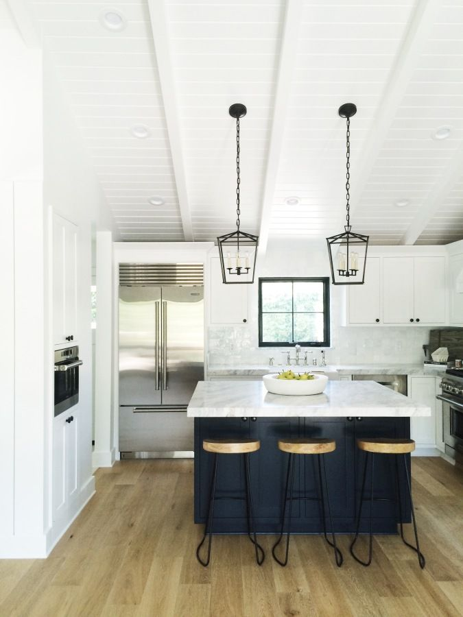 Modern marble and navy kitchen decor: http://www.stylemepretty.com/living/2017/04/03/tour-a-modern-coastal-home-in-california/ Photography: Jeanne Stewart - http://www.jeannestewartphoto.com/
