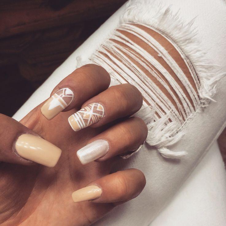 #nail #nails #beige #white #aztec