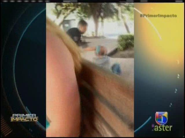 Desamparado Es Golpeado Por Un Oficial De Policia #Video