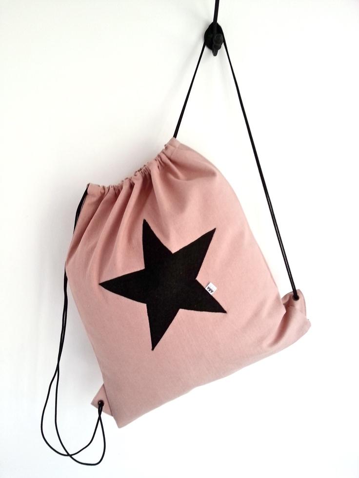 Hippe oudroze rugtas met zwarte ster. #Stars
