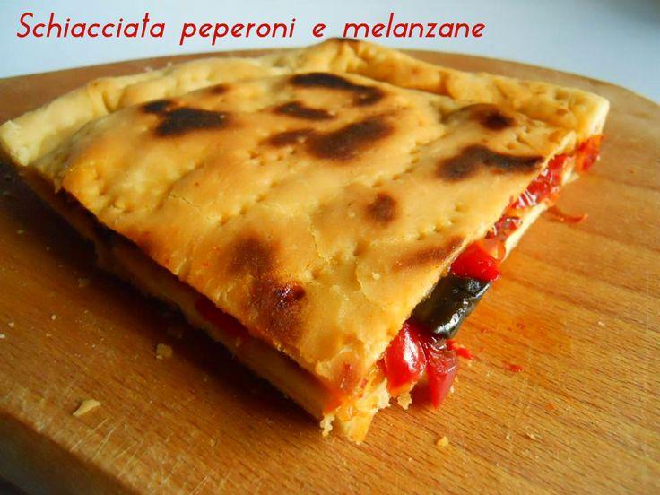Schiacciata peperoni e melanzane Oggi vi propongo una ricetta semplice ma gustosissima. Non necessita della cottura in forno, m