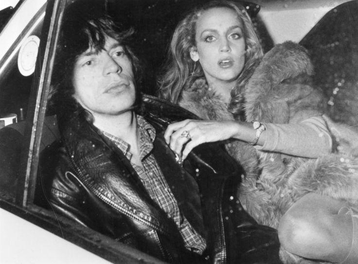1976年に交際をスタートした2人は、1990年にインドネシアのバリ島で結婚式を挙げたが、正式な結婚ではなかった。23年間を共に過ごし、モデルのエリザベス・ジャガーやジョージア・メイ・ジャガーを含む4人の子ども...