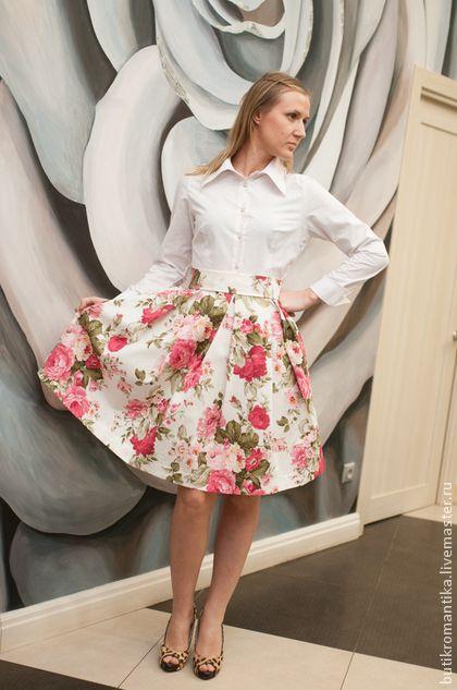 Платье - розы на белом - белый,цветочный,Широкая юбка,широкий пояс,розовые цветы
