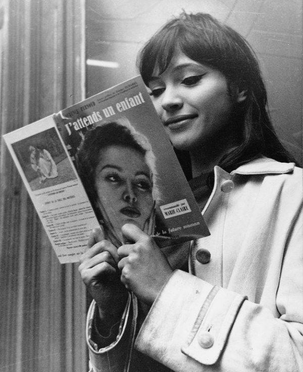 Anna Karina reads.