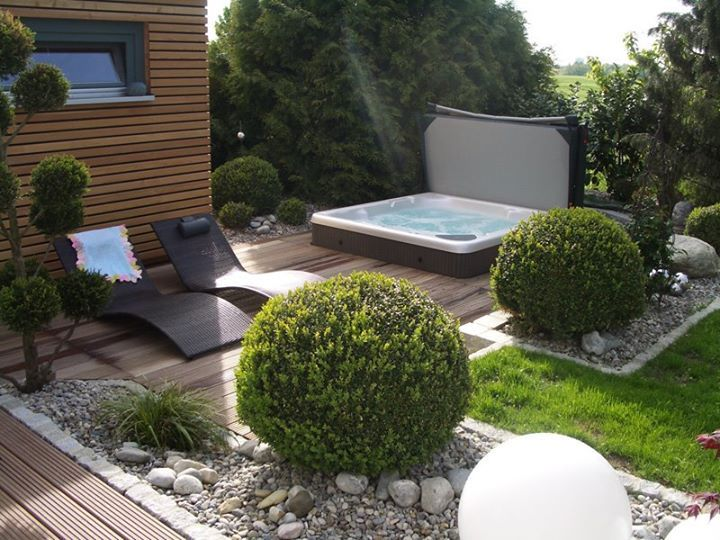 This amazing garden makes great use of space with a Beachcomber hot tub, loungers, and green space. #beachcomberhottubs #hottubs #outdoorliving  #canada #relaxation #hydrotherapy #massage #beachcomber