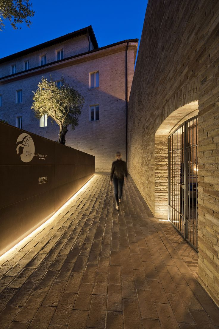 House design lighting - Pathway Lighting Facade Lighting Landscape Lighting Outdoor Lighting Lighting Design Lighting Products Landscape Design House Design University