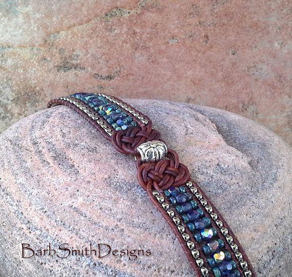 Cuero azul abalorios brazalete pulsera 3-fila  por BarbSmithDesigns