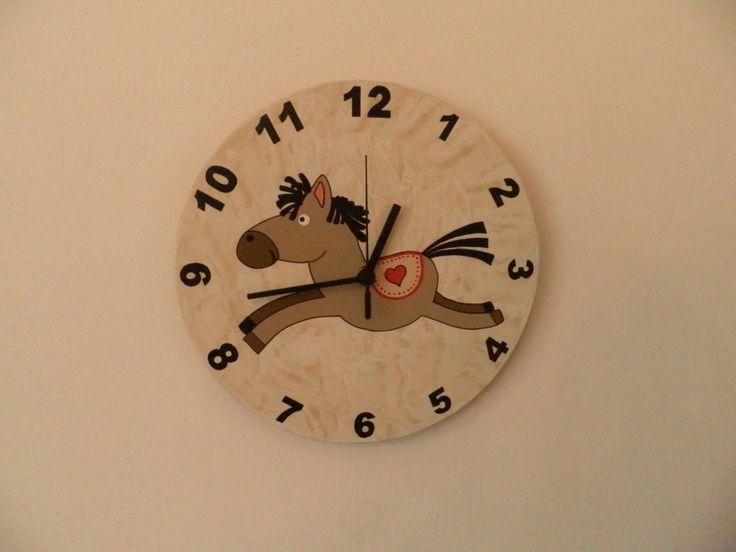 Lovacskás óra. Horse wall clock with silent clockwork.