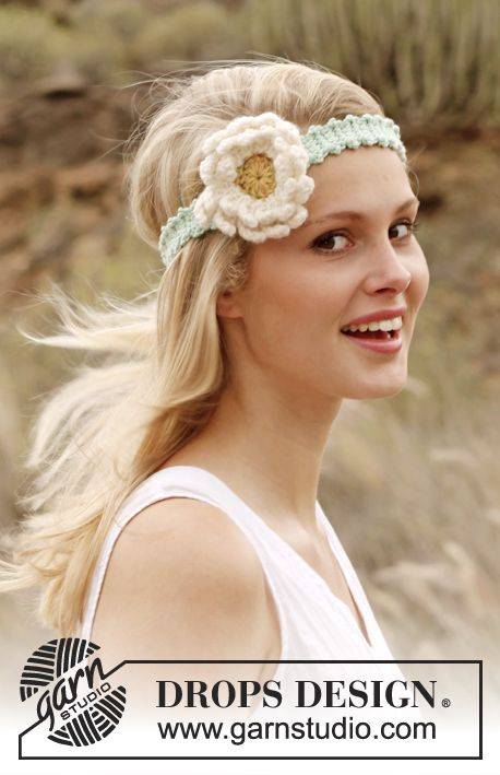 Heklet DROPS hårbånd i Paris med Gerbera blomst Gratis hekleoppskrifter fra DROPS Design.