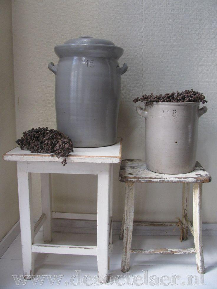 oud gres pot | old grés pot www.desoetelaer.nl
