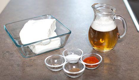 Z obyčejného tvarohu a piva vykouzlíte s trochou koření pikantní zrající sýr; Greta Blumajerová