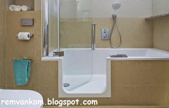 Ремонт ванной комнаты: Оборудование ванной комнаты: вход в ванну через дверь