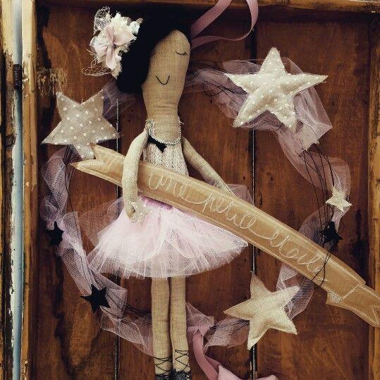 Per una piccola  stella. .. #Handmade #kids #lovekids #ricordo #confetti #nascite #stars #etoile #petits #pezziunici #design #rosa #mamma #bimbi #stoffa #stelle #artandcrafts #idee  #progetti #decori #creamano #CREAzionifatteaMANO  www.creamano.blogspot.com