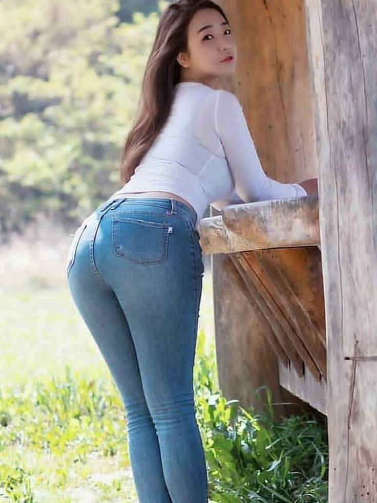 Casana Lei Takes Off Her Tight Jeans