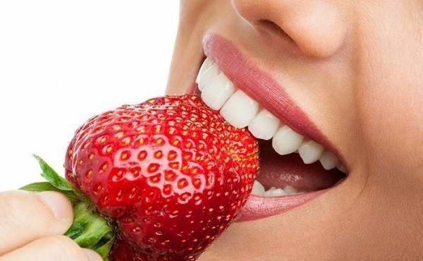 5 τροφές που λευκαίνουν τα δόντια μας   e-pharm.gr Εξαιρετικά, εάν πίνεις καφέ και καπνίζεις, δυστυχώς δοκιμάστε πιο δραστικούς τρόπους!