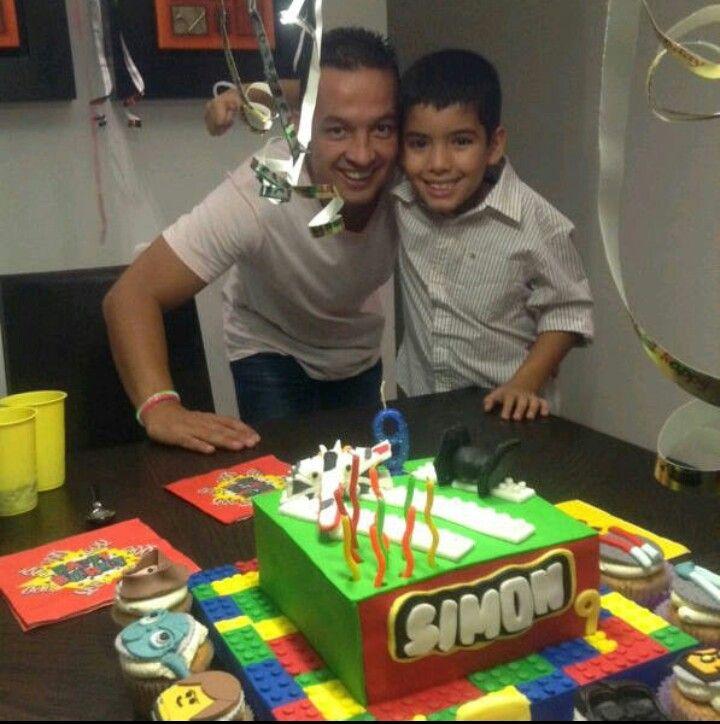 Mr.ponQ cup-cakes Luis y simon con una torta y cup-cakes de lego star wars