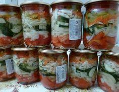Хрустящий салатик. Хорош в любое время года.Сохрани себе на стену, чтобы не потерять Для салата нам понадобятся лук, огурцы, помидоры, морковь, болгарский перец, капуста, и пачка сухой петрушки.Огурцы…