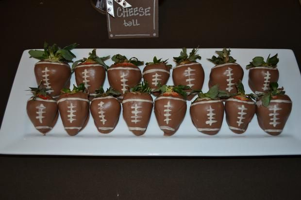 Football Party!: Football Seasons, Chocolate Covered Strawberries, Football Strawberries, Chocolates Dips Strawberries, Football Parties, Parties Ideas, Strawberries Football, Superbowl Parties, Chocolates Covers Strawberries