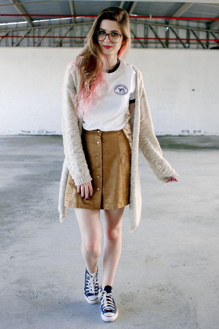 Meninices da Vida: Look: saia com botões, t-shirt e All Star.