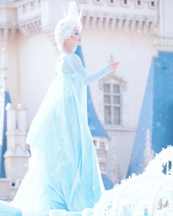 今日も夏のような暑さ… ちょっとエルサに涼しくしてもらいましょう…❄️❄️❄️ . #tokyodisneyresort #tokyodisneyland #annaandelsasfrozenfantasy #elsa #frosen #disney #東京ディズニーリゾート #東京ディズニーランド #アナとエルサのフローズンファンタジー #エルサ #アナと雪の女王#写真好きな人と繋がりたい #写真撮ってる人と繋がりたい #カメラ女子 #ディズニー写真館 #ディズニー好きな人と繋がりたい #ディズニー http://misstagram.com/ipost/1543355961086750973/?code=BVrGhHOjrD9