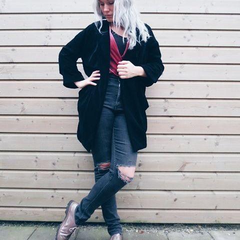 Een van mijn favorieten deze winter.. Mijn fluwelen jasje, even snel aanschieten, heerlijk warm en aaibaar❤😍 kleur en styling coach, styleblogger www.stijlgevoel.nl