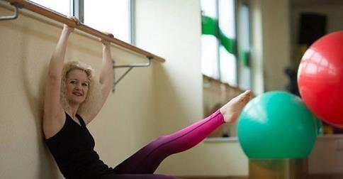 """Gastbloggerin Franziska hat sich vom """"sterbenden Schwan"""" zur Ballettratte gemausert. Wie ihr das gelang, verrät sie euch HIER: http://www.shape.de/fitness/abnehmen-durch-sport/a-60723/franziskas-dritter-post.html"""