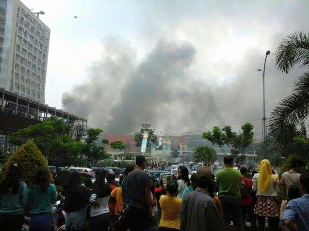 Asal mula api yang melalap gedung mal Margo City Depok yang terjadi Minggu (22/03/2015) akhirnya diketahui oleh petugas pemadam kebakaran. Titik awal munculnya api pertama kali dari lantai 1 mal tersebut.  Menurut Rizal, pemicu munculnya api tersebut dikarenakan adanya tabung gas yang meledak. Tabung gas tersebut terletak di sebuah tempat karaoke NAV. Di dalam peristiwa ini Rizal belum mendapatkan kabar adanya korban.