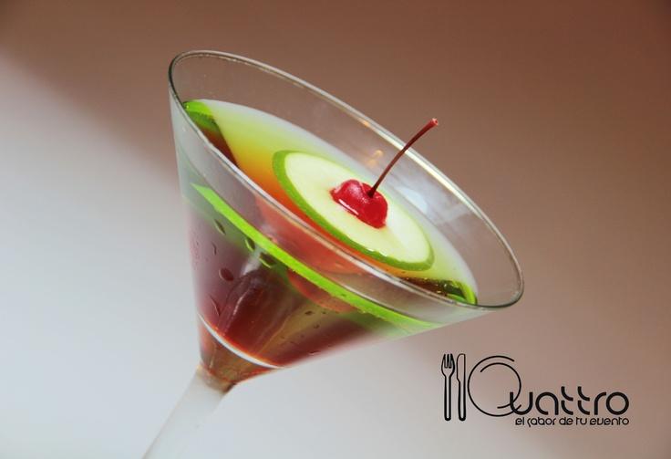 Imagínalo en tu evento. Perfecto, elegante: Apple Cosmopolitan. #quattroperu  #cocteles #tragos #peru #fiesta #reunion #shower