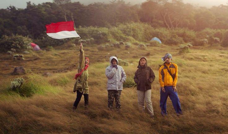 Berkibarlah terus bendera Indonesiaku.   #indonesia #adventure #gununggede #mountainers #jawabarat