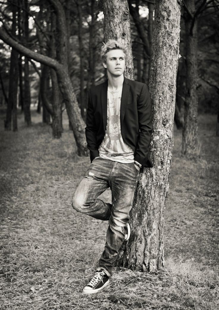 Modellbilder, male portrait, outdoors tree  [Photo by Anna Lauridsen]