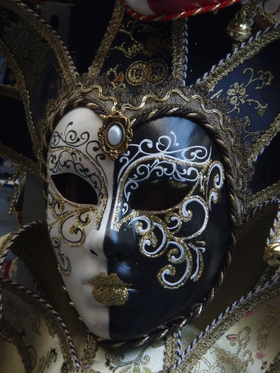 Fantastic Carnival Masks (46 pics) - but had to show this one! #masks #venetianmasks #maquerade http://www.pinterest.com/TheHitman14/art-venetian-masks-%2B/