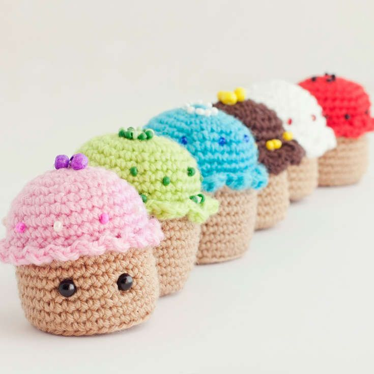 Free Cupcake Amigurumi Pattern http://wixxl.com/free-cupcake-amigurumi-pattern/