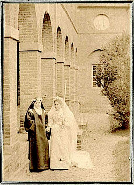 Sœur Geneviève (Céline) et Marie de l'Eucharistie (Marie Guérin) le 17 mars 1896 - (détail Album photo pour Marie de Gonzague)