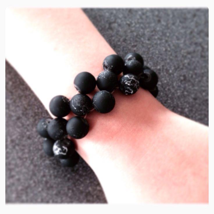 Elastiskt armband med gummiklädda glaspärlor! Jiska Design