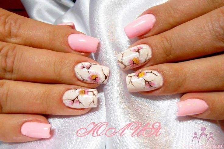 I fiori di pesco decorano questa bellissima #nailart primaverile.. http://www.vanitylovers.com/prodotti-nails/smalti.html?vanity_colore=81&utm_source=pinterest.com&utm_medium=post&utm_content=vanity-smalti&utm_campaign=pin-rico