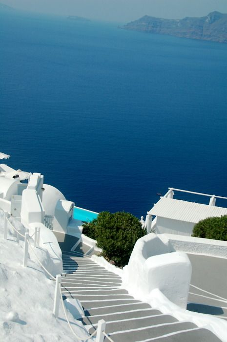 Grèce, my dream coastal looking dream house would be all white like this.... and of course the stairs would go from my bedroom to the ocean shore...