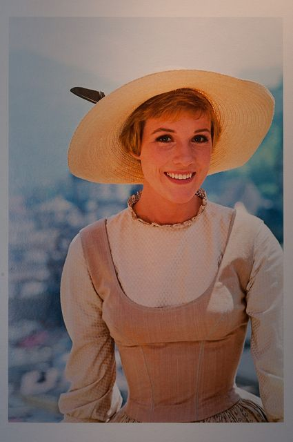 Frickin Julie Andrews and her frickin tiny waist and her frickin awesomenesss...I luuuuve yooou!!!