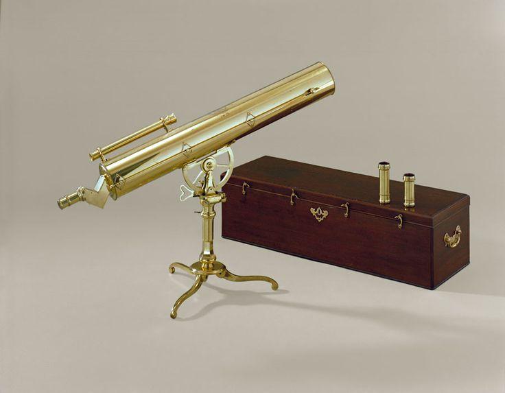 Telescópio e caso.  John Bennett, Londres, Inglaterra, cerca de  1760 bronze, vidro, madeira e aço.  No Colonial Williamsburg.