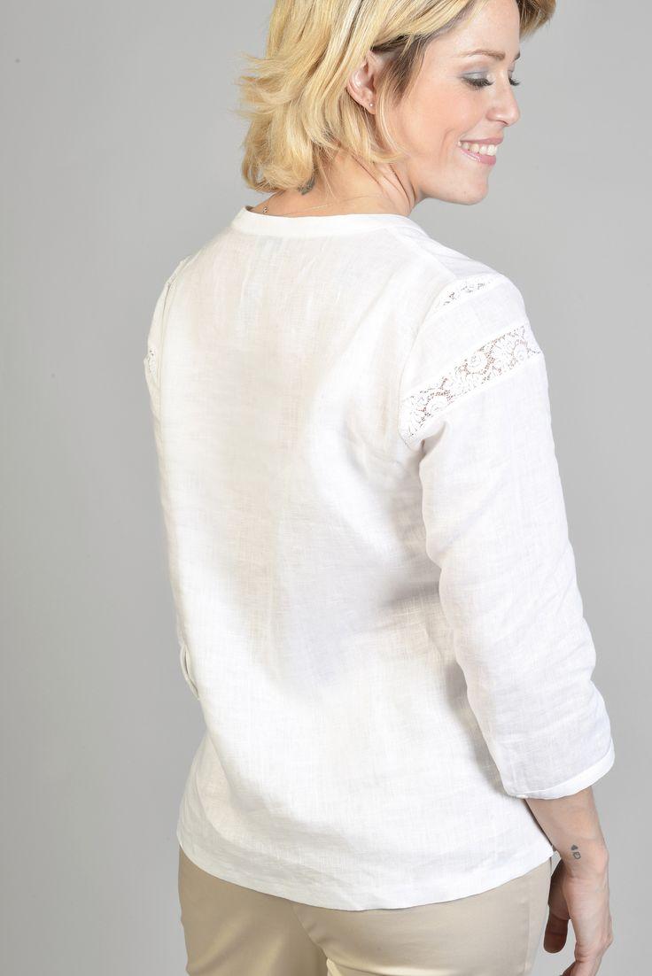 Paon top m3/4 - Antonelle Réf :  17TO1800 Top en lin agrémenté d'une encolure arrondie prolongée d'une patte ouverte bord à bord, de manches 3/4. Ce top se pare de bandes de dentelles ajourées sur tout le haut de la poitrine devant et sur les manches. #Antonelleparis  #clothing #top #blanc #dentelle  #lookoftheday #pretaporter #closet  #womenswear #instamoda  #ss17