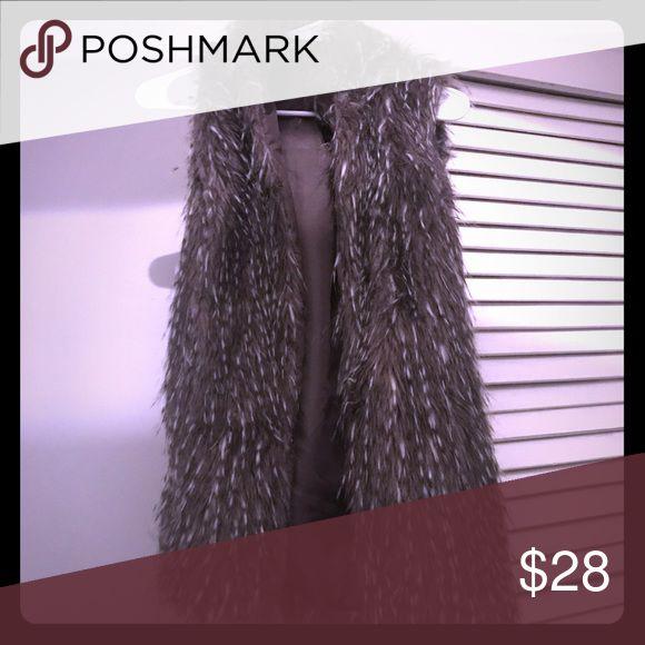 Faux fur vest Cute faux fur vest!! me jane Jackets & Coats Vests