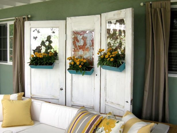 room divider made with old doorsDecor, Privacy Screens, Diy Room, Side Yards, Antiques Doors, Old Doors, Diy Projects, Room Dividers, Antique Doors