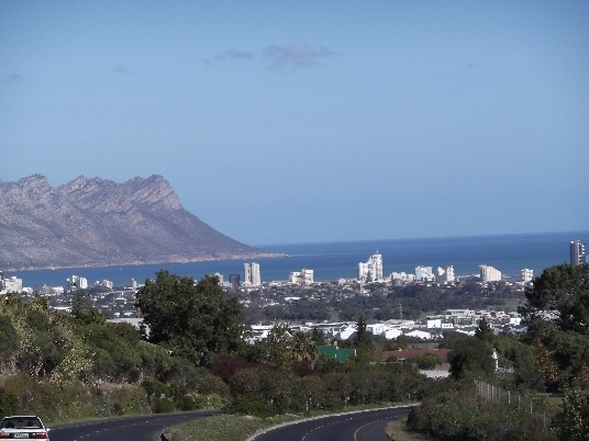 On the way from Stellenbosch to Somerset West. View of the Strand and Gordon's Bay. So familiar!